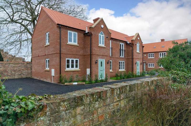 3 Bedrooms Semi Detached House for sale in 1 Shepherds Mews, Easingwold
