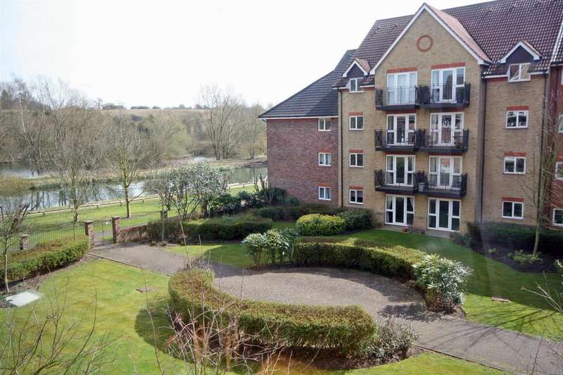 2 Bedrooms Apartment Flat for sale in Sutton Court, Crane Mead, Ware