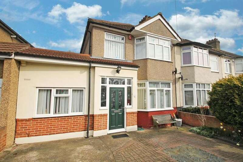3 Bedrooms End Of Terrace House for sale in Hornford Way, Romford