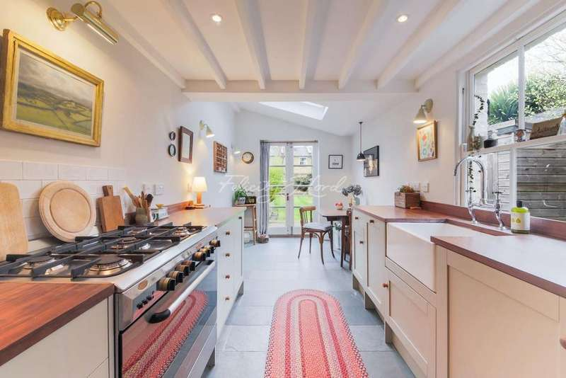 3 Bedrooms End Of Terrace House for sale in Christchurch Way, Greenwich, London, SE10