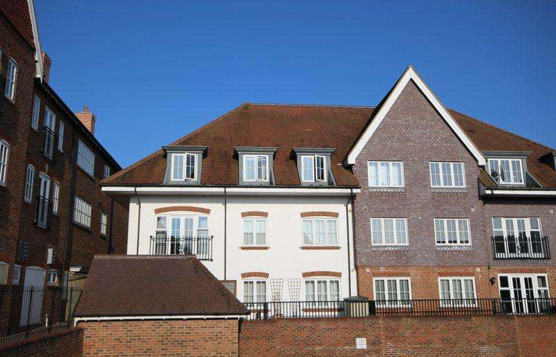 2 Bedrooms Apartment Flat for sale in Middle Village, Haywards Heath
