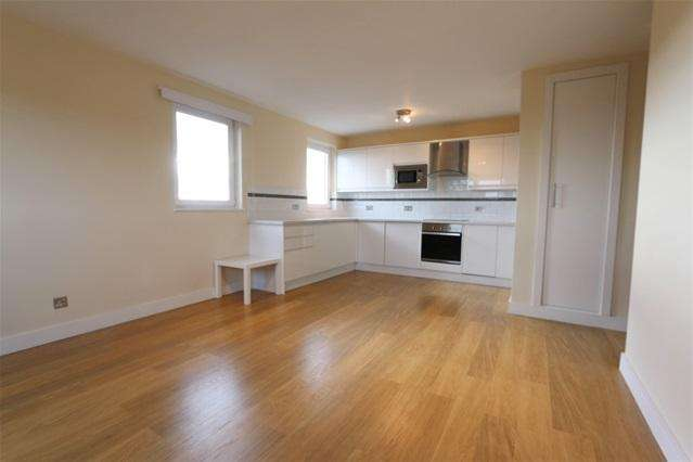 2 Bedrooms Flat for sale in Keats House, Porchester Mead, Beckenham