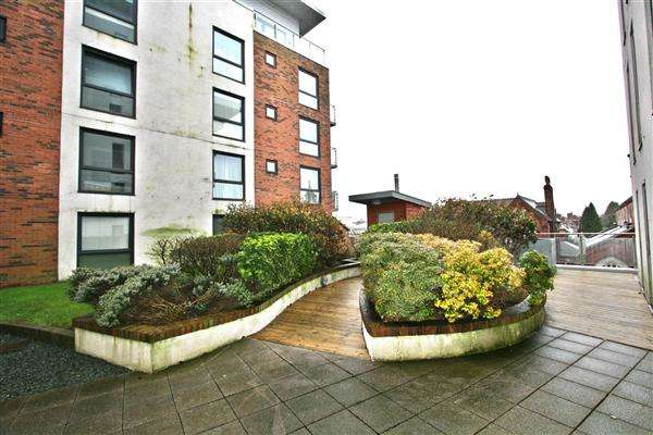 2 Bedrooms Apartment Flat for sale in Cedar Court, Prestwich