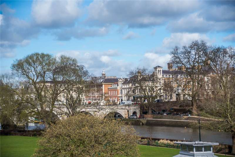 3 Bedrooms Flat for sale in Lennox House, Clevedon Road, East Twickenham, TW1
