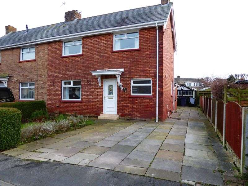 3 Bedrooms Semi Detached House for sale in Railway Avenue, Banks, Southport