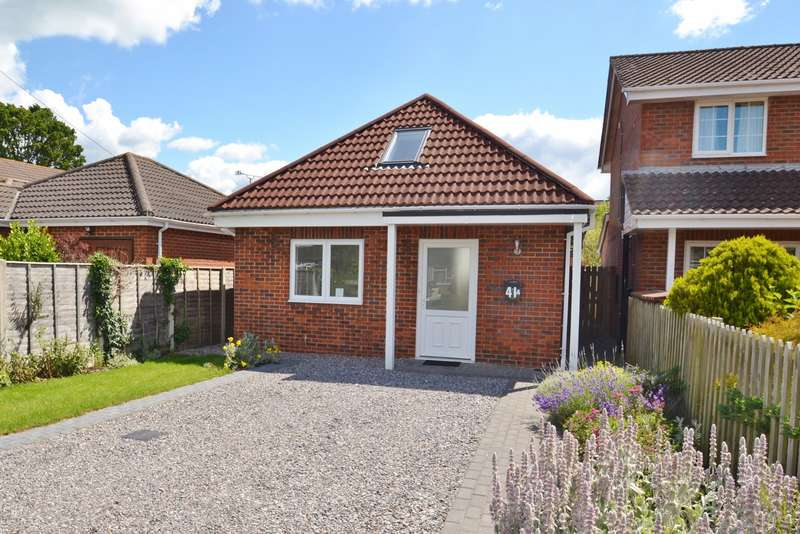 2 Bedrooms Detached Bungalow for sale in Ringwood