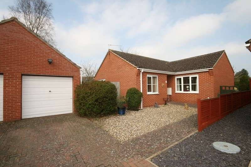 3 Bedrooms Detached Bungalow for sale in Eden Close, Attleborough