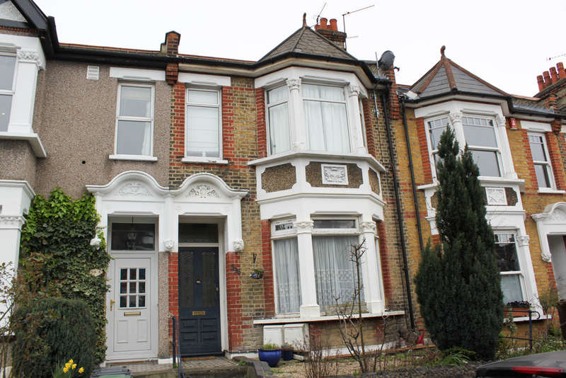 2 Bedrooms Ground Flat for sale in Hale End Road, London