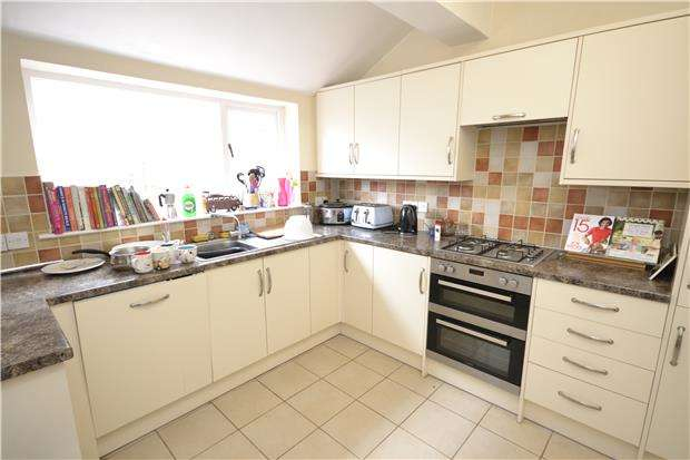 4 Bedrooms Terraced House for rent in Dongola Road, Horfield, Bristol