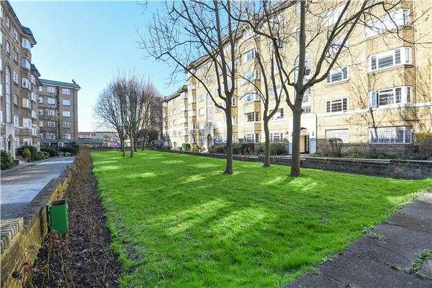 3 Bedrooms Flat for sale in Streatham Court, SW16