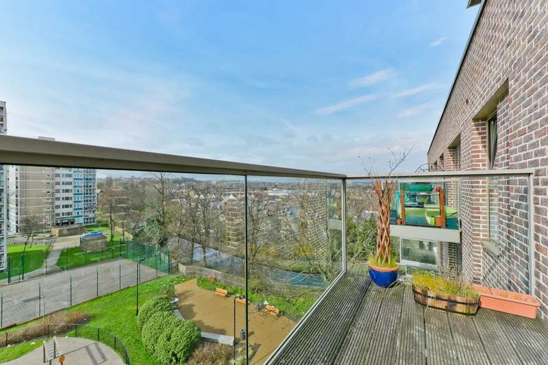 2 Bedrooms Flat for sale in Woodberry Grove, London N4