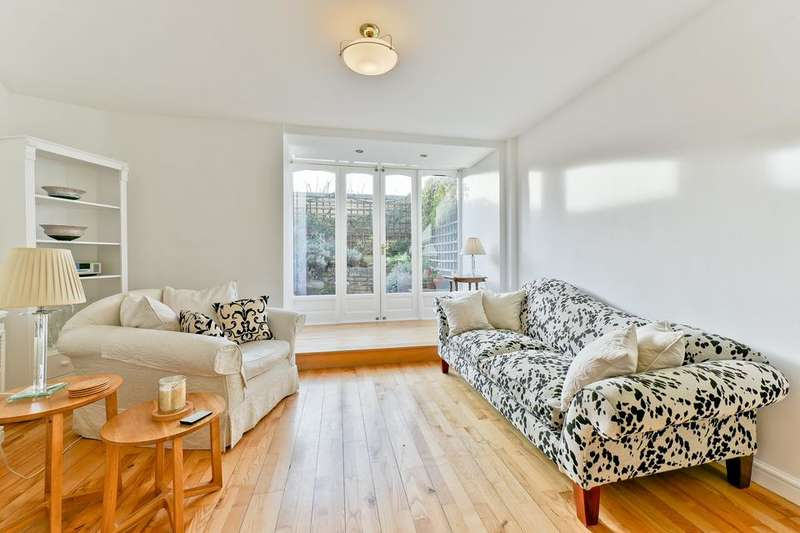 2 Bedrooms Flat for sale in Burr Close, London E1W