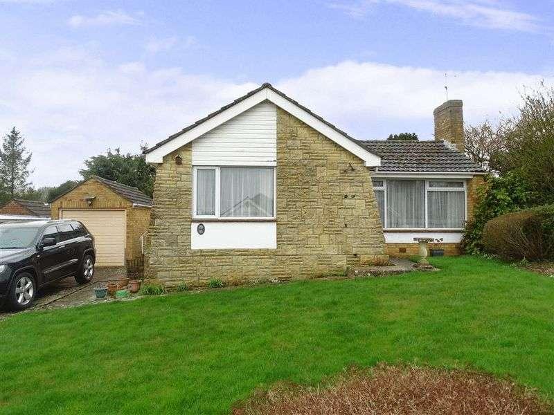 3 Bedrooms Detached Bungalow for sale in Malvern Way, Porton