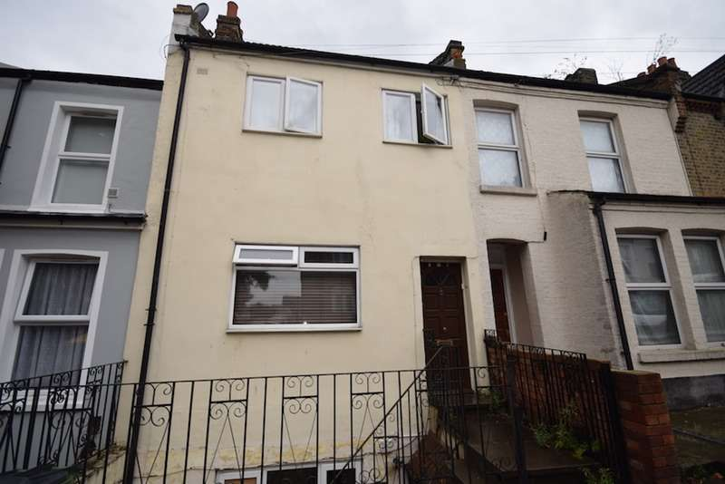 2 Bedrooms Flat for sale in Vicarage Park, Plumstead, London, SE18
