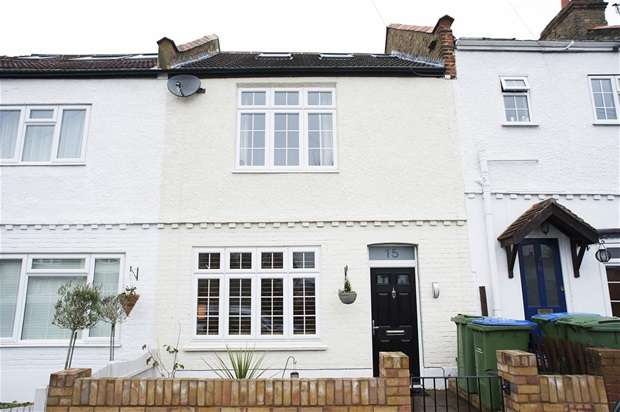 3 Bedrooms Terraced House for sale in Kings Road, Long Ditton, Surbiton