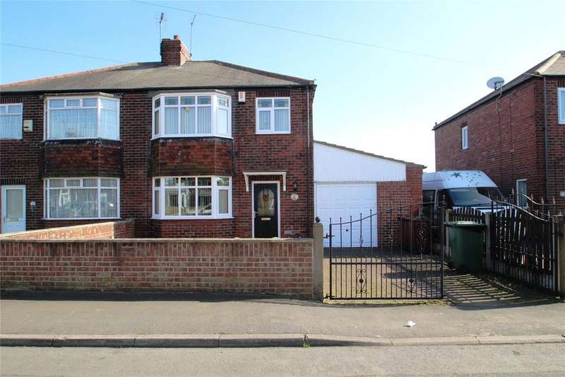3 Bedrooms Semi Detached House for sale in Springfield Avenue, Knottingley, WF11