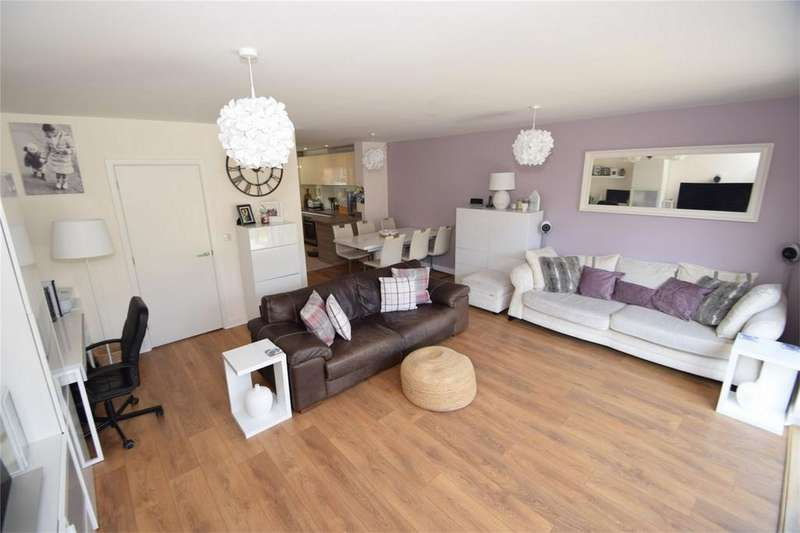 3 Bedrooms Semi Detached House for sale in Pilots View, Horsted Park, Kent