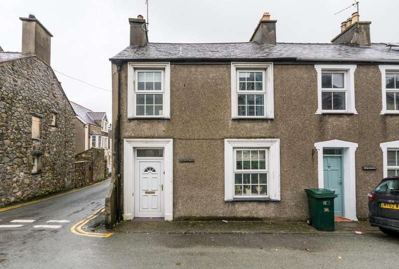 3 Bedrooms End Of Terrace House for sale in Stryd Y Plas, Nefyn, North Wales