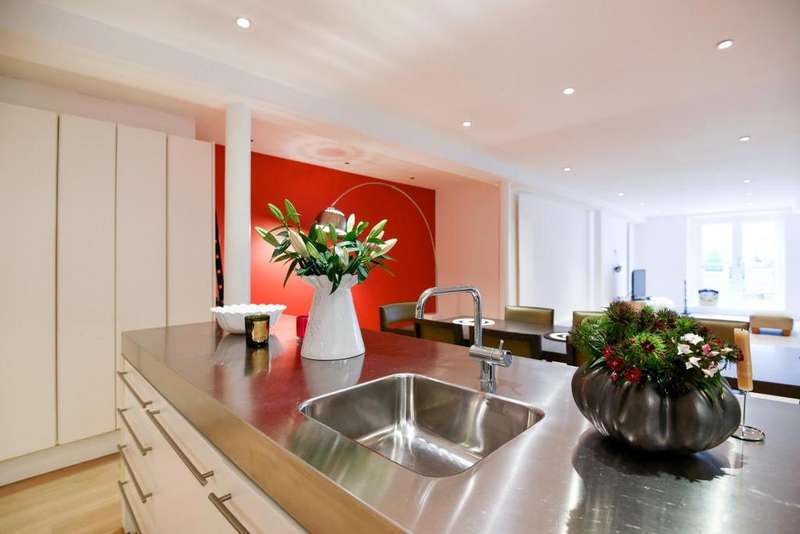 2 Bedrooms Flat for sale in Regents Bridge Gardens, Vauxhall, SW8