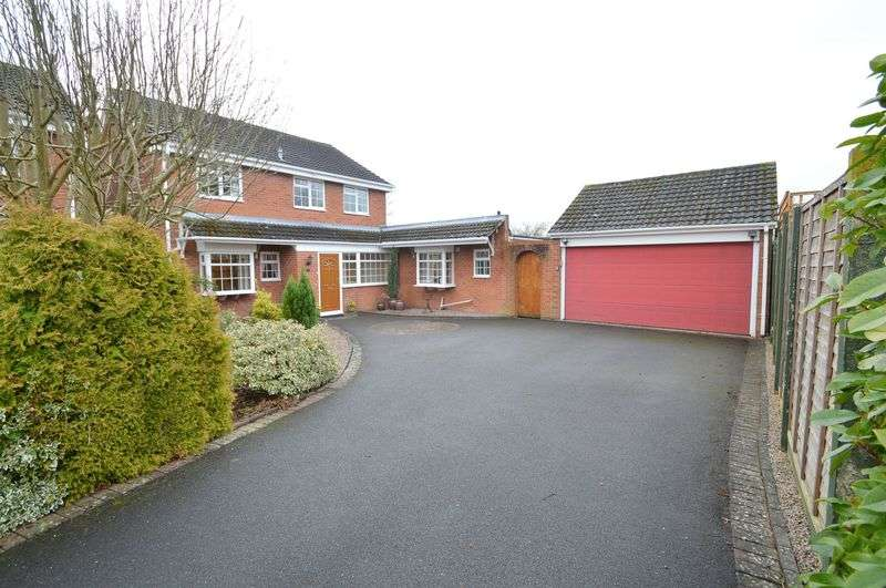 4 Bedrooms Detached House for sale in Radway Close, Church Hill North