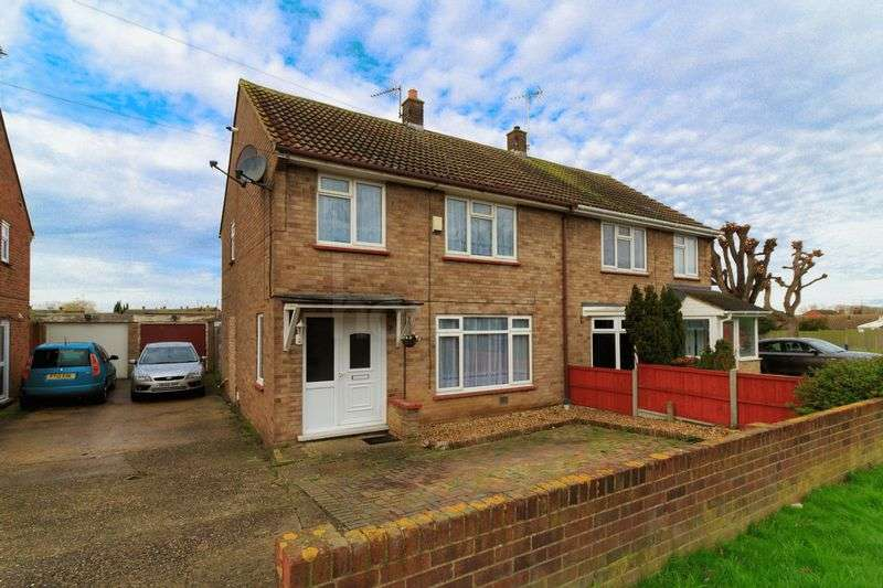 3 Bedrooms Semi Detached House for sale in Johnson Way, Minster
