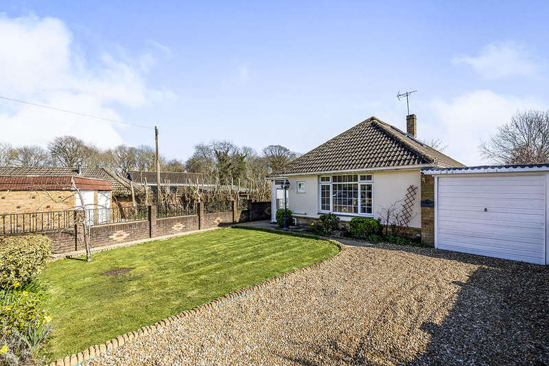 4 Bedrooms Bungalow for sale in Willowdene Close, Havant, PO9