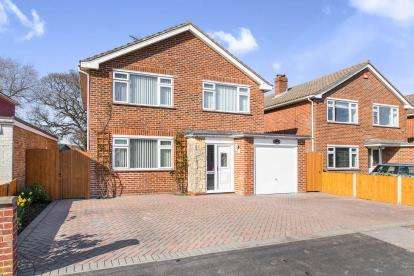 3 Bedrooms Detached House for sale in Hayling Island, Hampshire, .