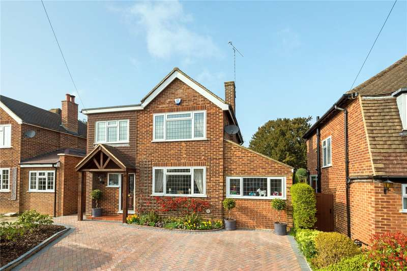 4 Bedrooms Detached House for sale in Vogan Close, Reigate, Surrey, RH2