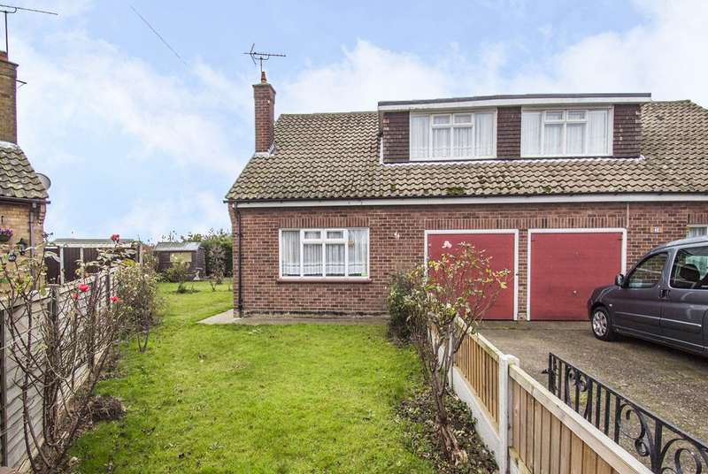 3 Bedrooms Chalet House for sale in Brooklands Square, Canvey Island, SS8