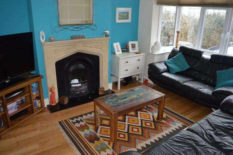 3 Bedrooms Semi Detached House for sale in North Avenue, Southend-On-Sea
