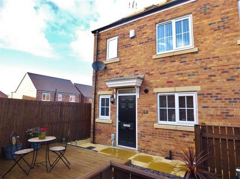 3 Bedrooms Semi Detached House for sale in Aspen Way, Beverley