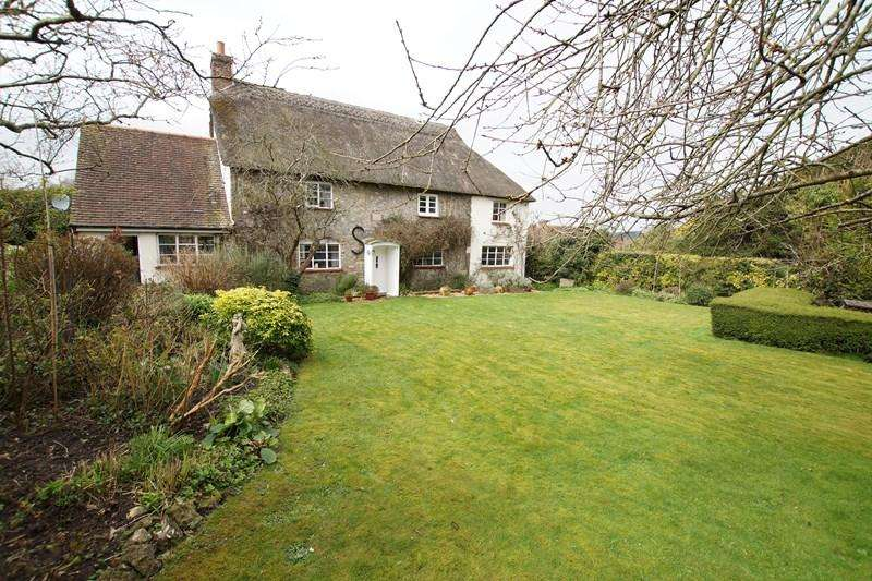 3 Bedrooms Detached House for sale in Greenhayes, Okeford Fitzpaine, Blandford Forum