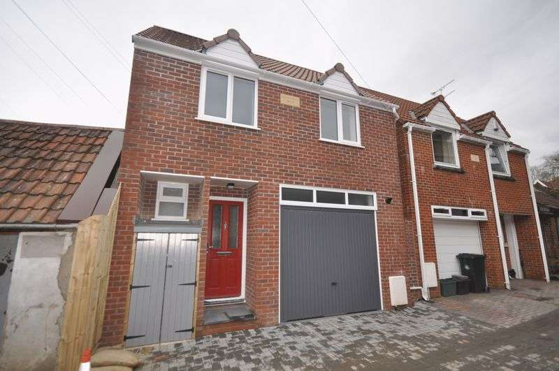 3 Bedrooms Detached House for sale in Coach House Lane, St George