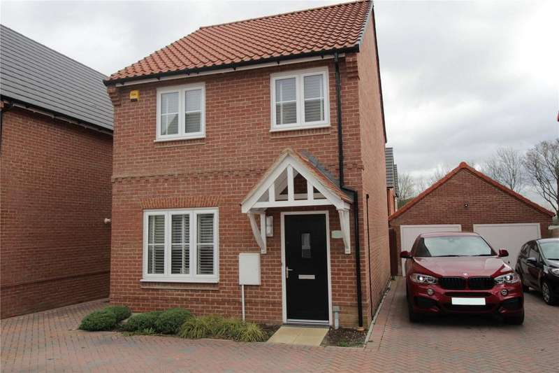 3 Bedrooms Detached House for sale in Abingdon Close, Laindon, Essex, SS15