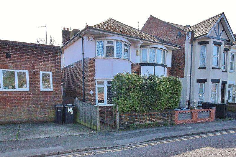 3 Bedrooms Semi Detached House for rent in St Clements Road, Boscombe, Bournemouth