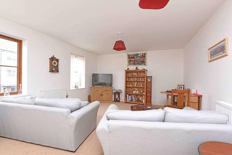 2 Bedrooms Flat for sale in Greenlands Road, Basingstoke