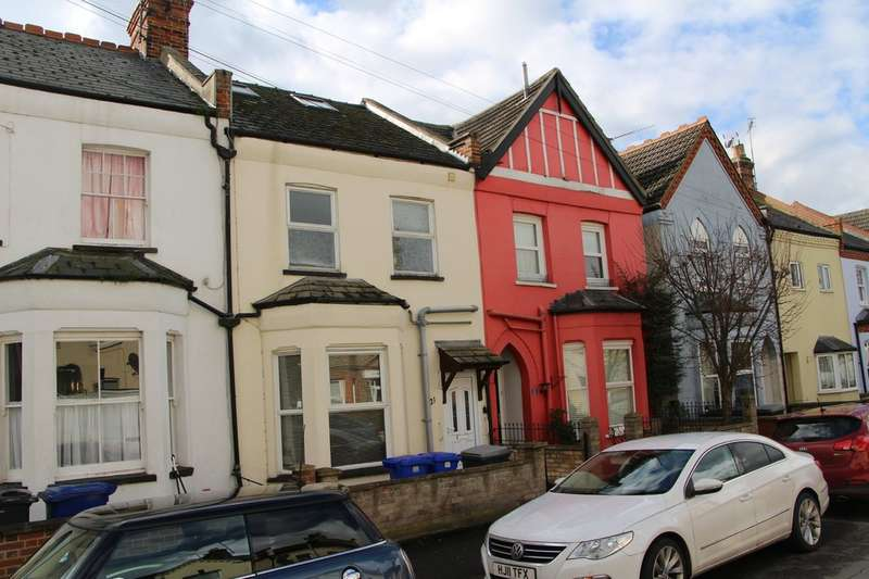 3 Bedrooms Terraced House for sale in Lisburn Road, Newmarket