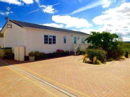 3 Bedrooms Bungalow for sale in Battlesbridge, Wickford, Essex