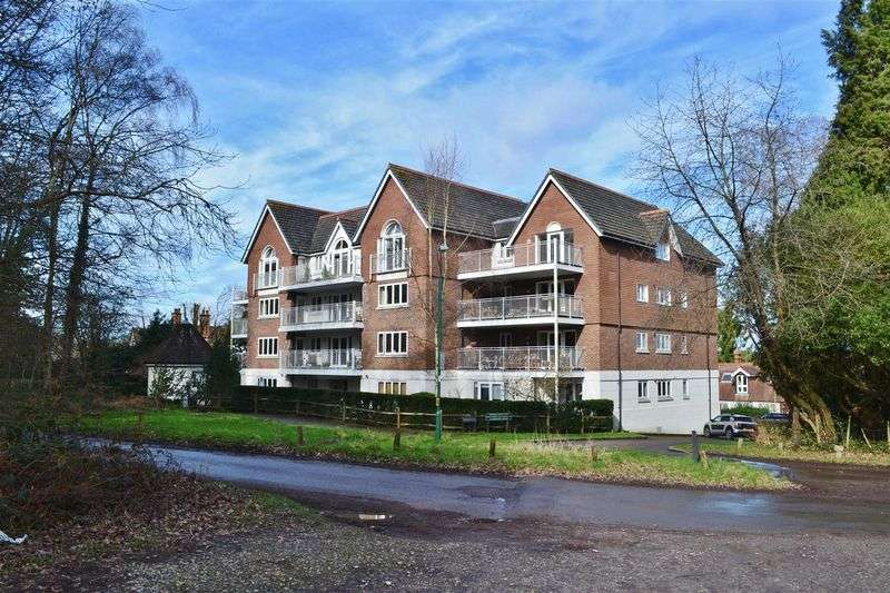 2 Bedrooms Flat for sale in Highgate Road, Forest Row
