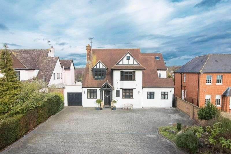 6 Bedrooms Detached House for sale in Bury Road, Chingford