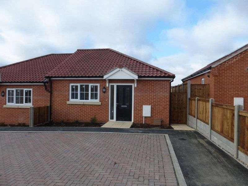 1 Bedroom Semi Detached Bungalow for sale in Hopton-on-Sea