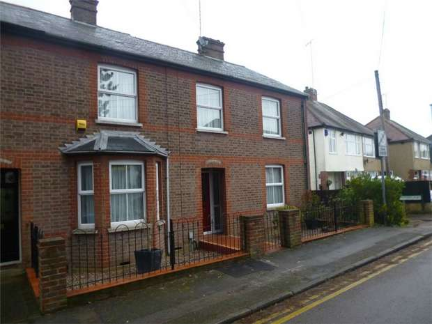 3 Bedrooms Semi Detached House for sale in Christchurch Road, Old Town, HEMEL HEMPSTEAD, Hertfordshire