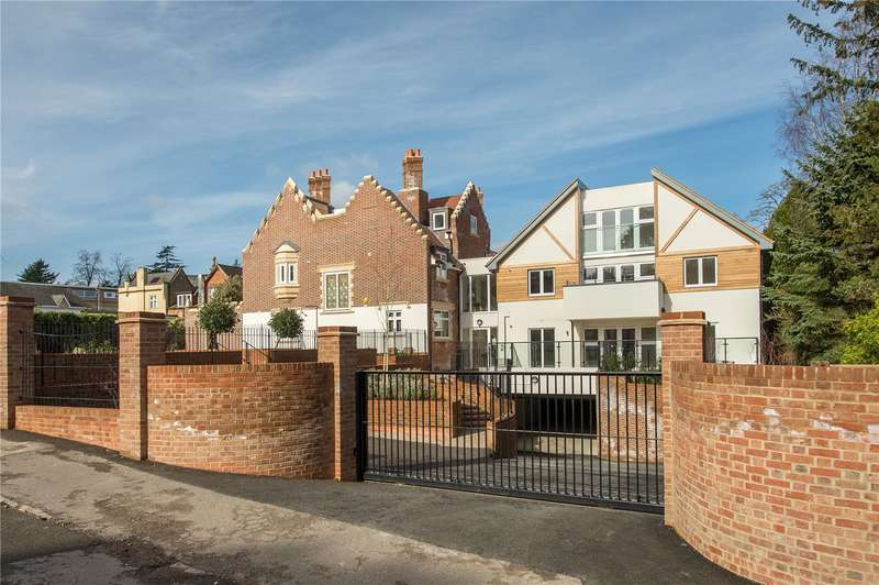3 Bedrooms Flat for sale in South Park Drive, Gerrards Cross, Buckinghamshire, SL9