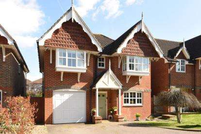 4 Bedrooms Detached House for sale in Royal Close, Orpington