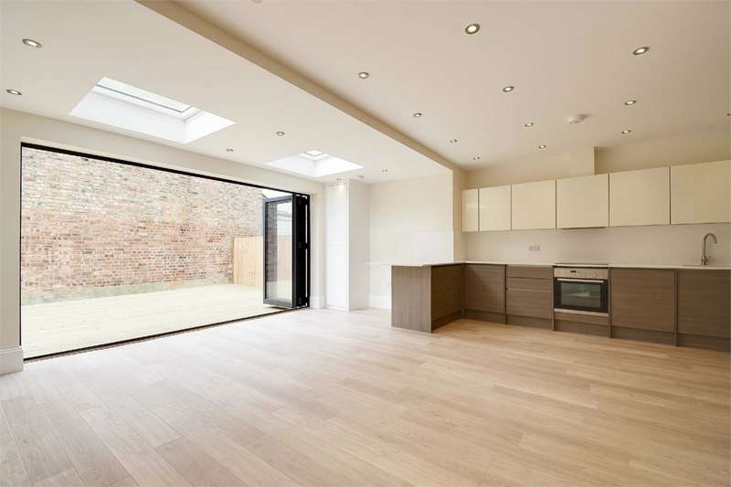 2 Bedrooms Flat for sale in Tetherdown, Muswell Hill, London
