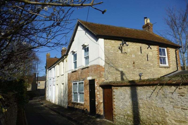2 Bedrooms Cottage House for sale in Cemetery Road, Bicester