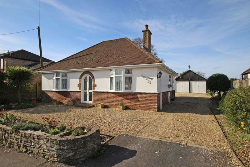 3 Bedrooms Detached Bungalow for sale in Ashley Common Road, Ashley, New Milton