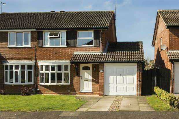 3 Bedrooms Semi Detached House for sale in Skelmerdale Way, Lower Earley, Reading