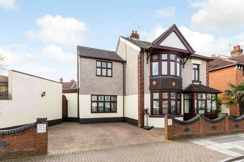 4 Bedrooms Detached House for sale in North End, Hampshire