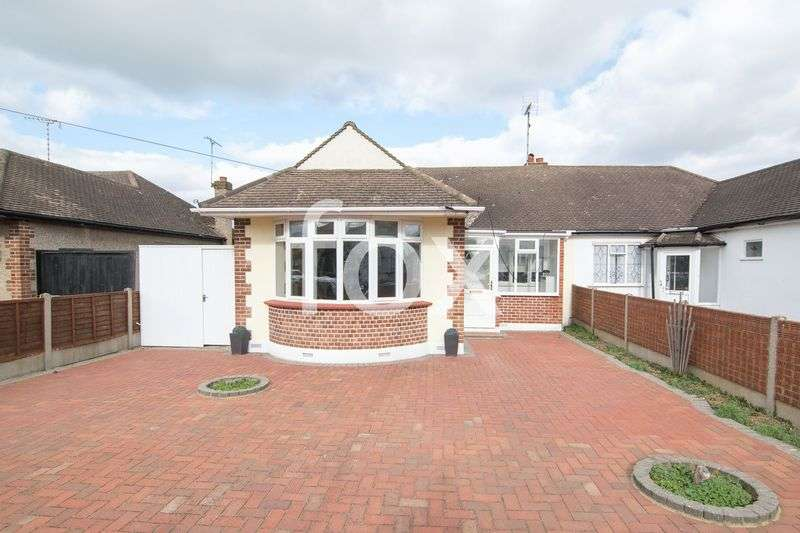 3 Bedrooms Semi Detached House for sale in Midhurst Avenue, Westcliff-On-Sea